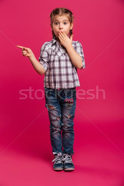 удивленный Cute девочку ребенка указывая изображение Сток-фото © deandrobot