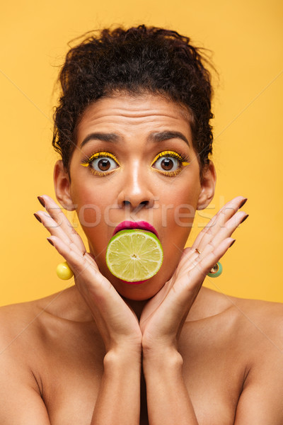 Dikey görüntü şaşırmış afro amerikan kadın Stok fotoğraf © deandrobot