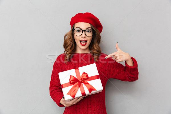 Ritratto felice donna rosso maglione Foto d'archivio © deandrobot