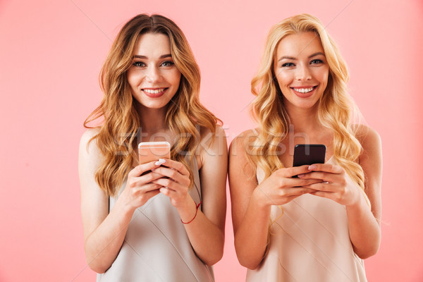 Stockfoto: Twee · tevreden · mooie · vrouwen · pyjama · poseren