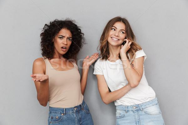 Portré kettő csinos fiatal nők áll együtt Stock fotó © deandrobot