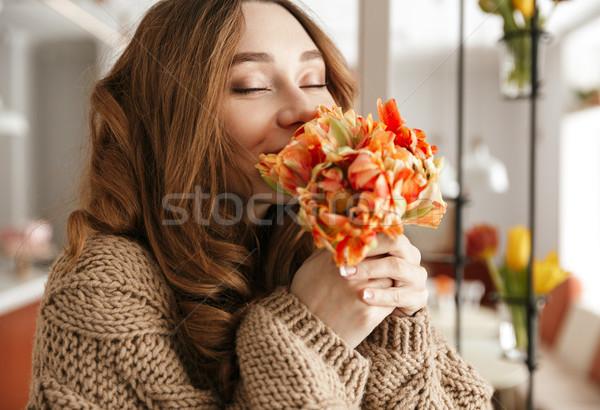 Photo tendre femme chandail belle fleur Photo stock © deandrobot