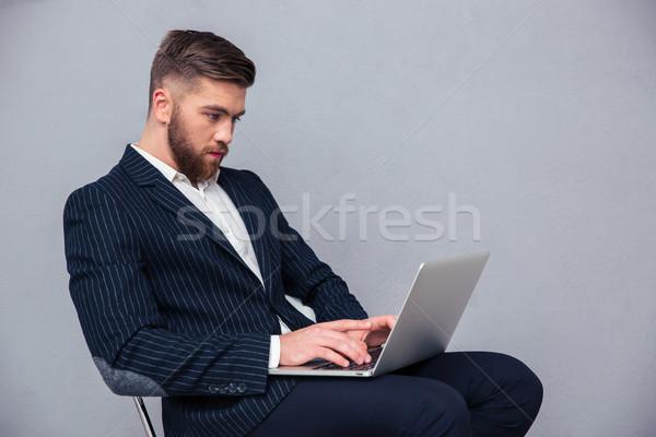 Zakenman vergadering bureaustoel met behulp van laptop portret knap Stockfoto © deandrobot
