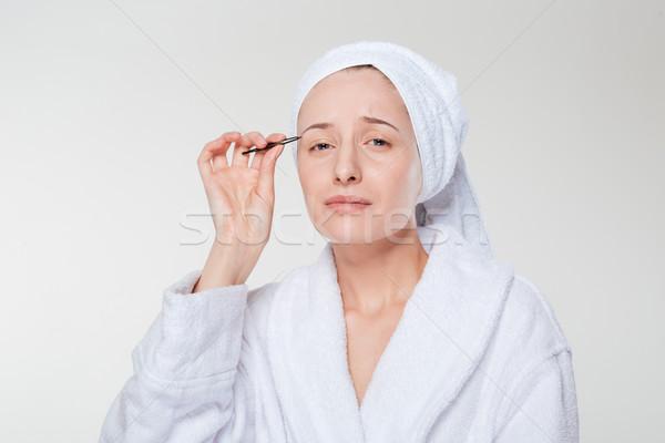 Mujer ceja albornoz toalla blanco aislado Foto stock © deandrobot