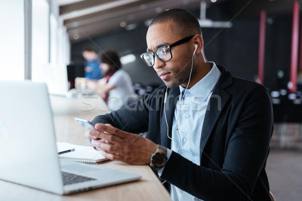 Concentrado jóvenes empresario malas noticias guapo Foto stock © deandrobot
