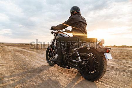Retro motorfiets permanente woestijn zonsondergang weg Stockfoto © deandrobot
