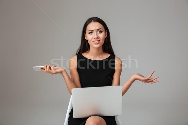Bouleversé frustré femme séance portable Photo stock © deandrobot