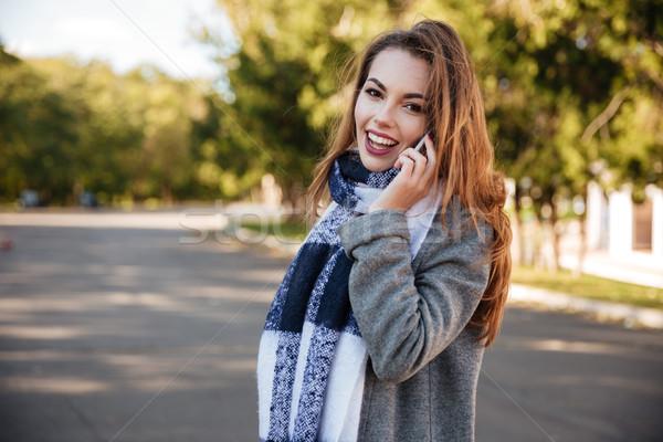 молодые женщину шарф говорить Сток-фото © deandrobot