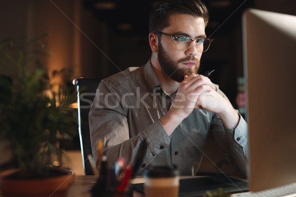 Háló designer dolgozik késő éjszaka néz Stock fotó © deandrobot