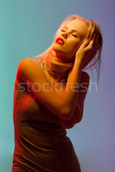 Sensueel blond jonge vrouw rode lippen permanente Stockfoto © deandrobot