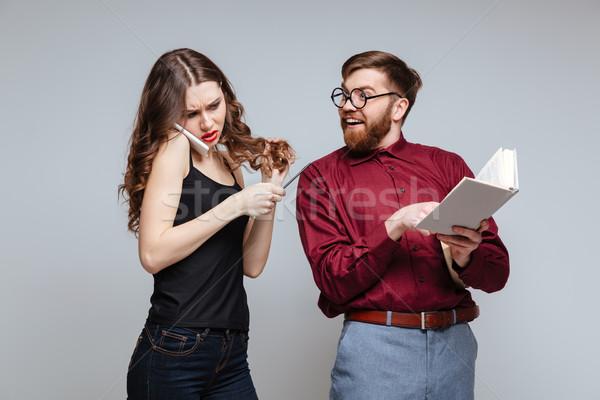 Femme parler téléphone heureux Homme nerd Photo stock © deandrobot