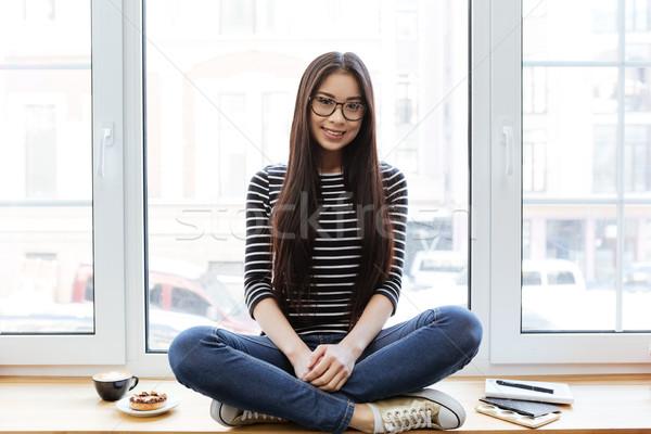 Sorridere asian donna davanzale seduta Foto d'archivio © deandrobot