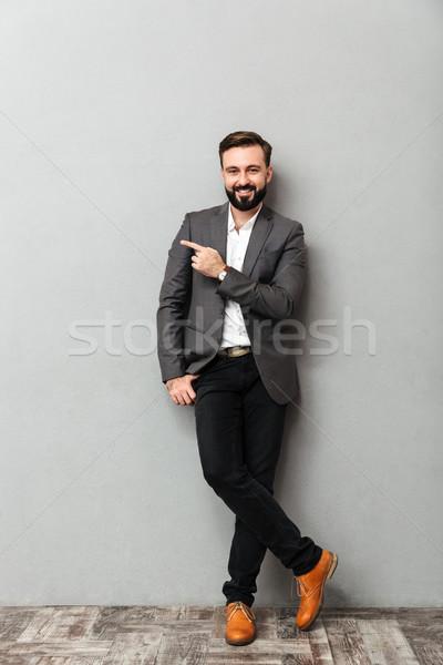 Portret aantrekkelijk man poseren camera glimlach Stockfoto © deandrobot