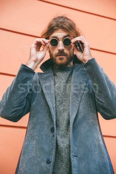 Retrato elegante barbado hombre gafas de sol Foto stock © deandrobot