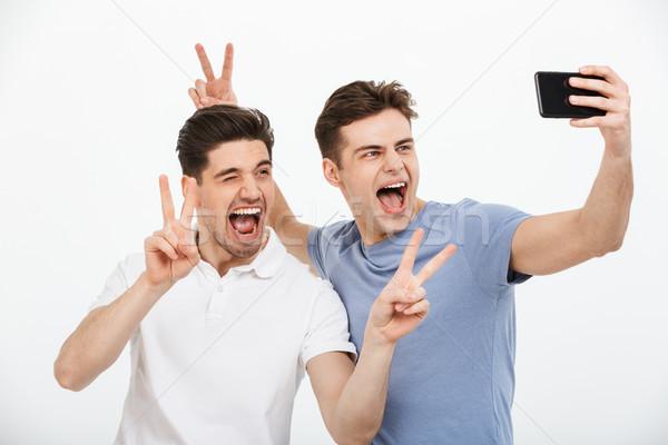 Portre iki mutlu genç erkekler barış Stok fotoğraf © deandrobot