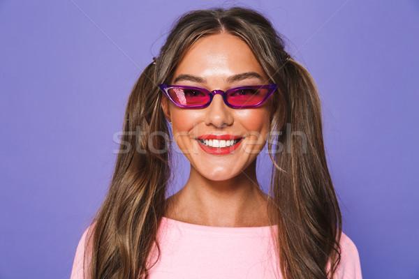 Porträt lächelnd Mädchen Sweatshirt Sonnenbrillen schauen Stock foto © deandrobot