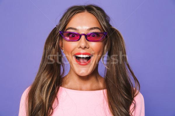 Porträt aufgeregt Mädchen Sweatshirt Sonnenbrillen schauen Stock foto © deandrobot