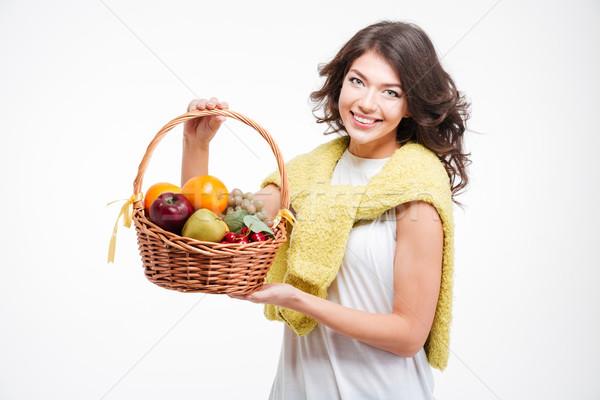 Сток-фото: улыбающаяся · женщина · корзины · плодов · улыбаясь