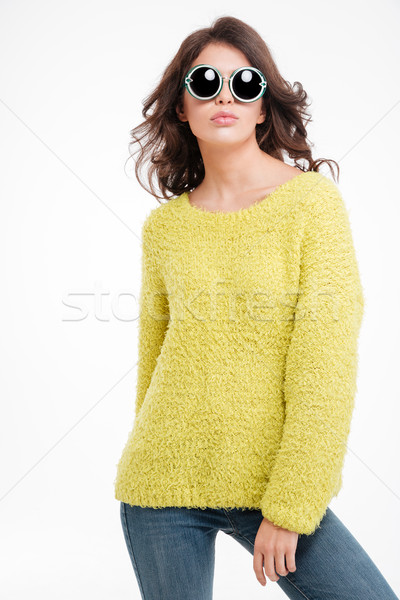 Portre moda kadın güneş gözlüğü ayakta yalıtılmış Stok fotoğraf © deandrobot