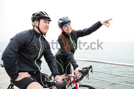 Stock fotó: Boldog · pár · biciklik · pihen · okostelefon · együtt