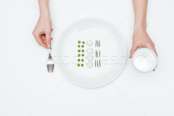 女子 吃 豌豆 無鹽乾酪 草藥 商業照片 © deandrobot