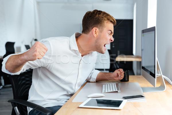 Agresywny wściekły biznesmen pracy komputera Zdjęcia stock © deandrobot