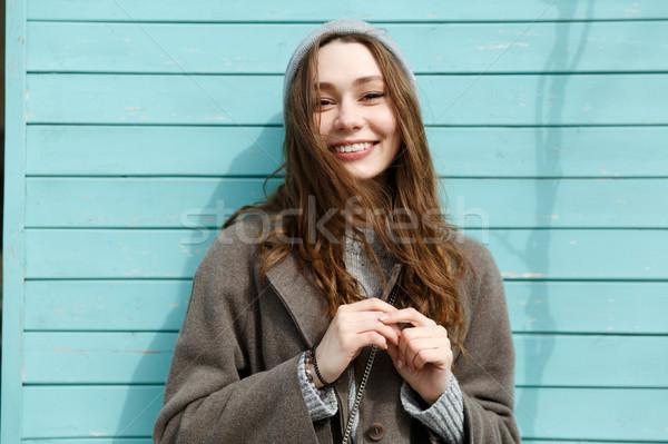 Portre mutlu güzel genç kadın şapka kat Stok fotoğraf © deandrobot
