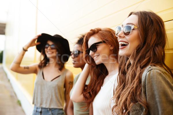 Giovani felice donne amici piedi giallo Foto d'archivio © deandrobot