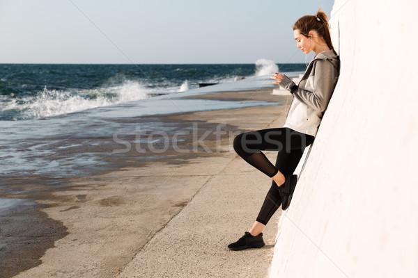 фото молодые тонкий спорт женщину мобильного телефона Сток-фото © deandrobot
