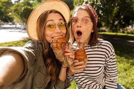 портрет два очаровательный женщины друзей Сток-фото © deandrobot