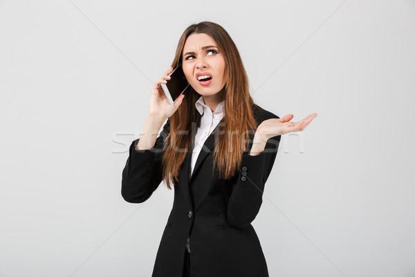 Zły niezadowolony pani mówić smartphone odizolowany Zdjęcia stock © deandrobot