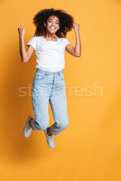 Portret vrolijk jonge afrikaanse vrouw Stockfoto © deandrobot