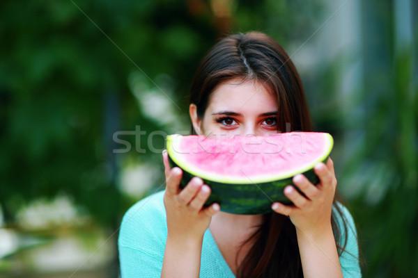 Bella ragazza mangiare fresche anguria ragazza alimentare Foto d'archivio © deandrobot