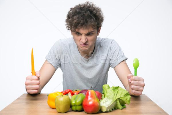 Сток-фото: сердиться · человека · сидят · таблице · овощей · волос