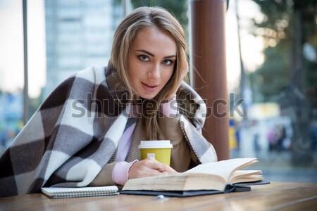 Сток-фото: девушки · чтение · книга · кафе · портрет · очаровательный
