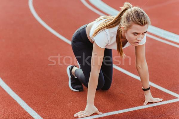 Femminile runner piedi inizio posizione ritratto Foto d'archivio © deandrobot