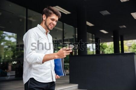 Stock fotó: Derűs · fiatal · üzletember · mosolyog · üzlet · központ