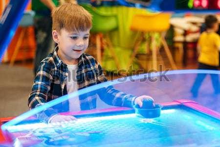 Fiú játszik levegő jégkorong bent játszótér Stock fotó © deandrobot
