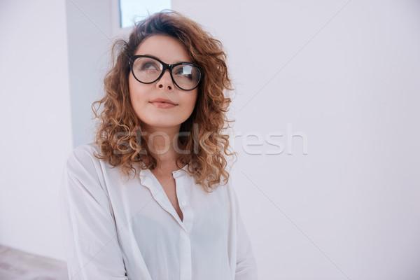 Pensieroso donna shirt occhiali bianco Foto d'archivio © deandrobot