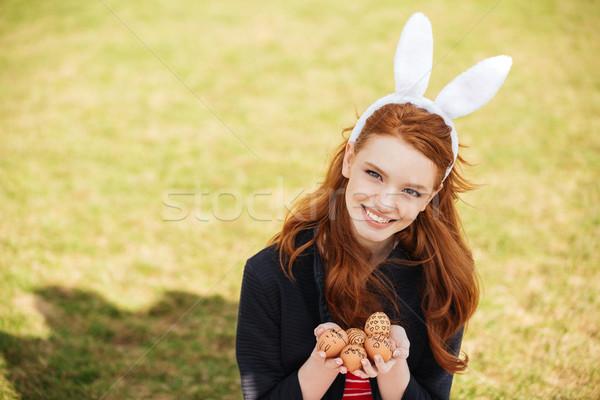 Zdjęcia stock: Portret · uśmiechnięty · czerwony · głowie · kobieta