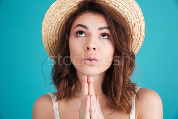 молодые религиозных девушки соломенной шляпе молиться отпуск Сток-фото © deandrobot