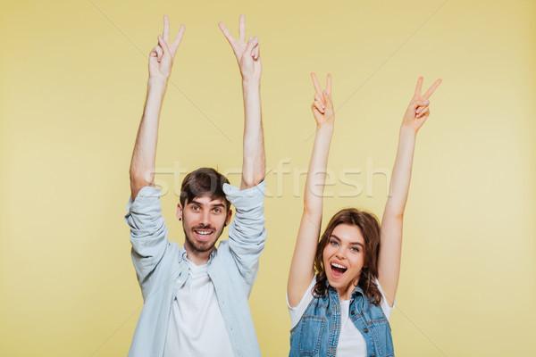 Boldog fivér lánytestvér mutat béke kézmozdulat Stock fotó © deandrobot