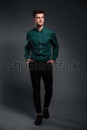 Komoly férfi keresztbe tett kar fotó póló pózol Stock fotó © deandrobot