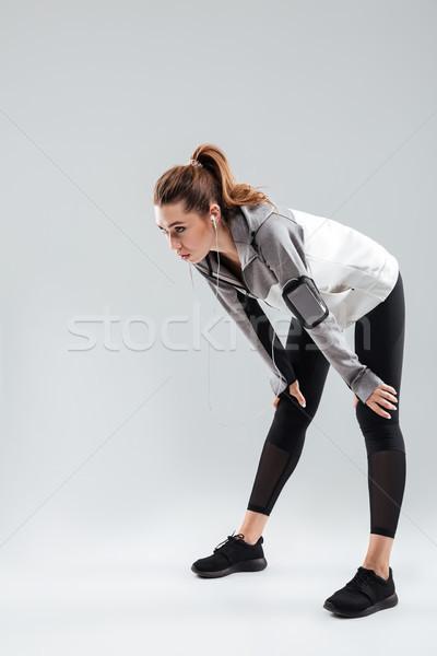 Verticaal afbeelding moe sport vrouw grijs Stockfoto © deandrobot