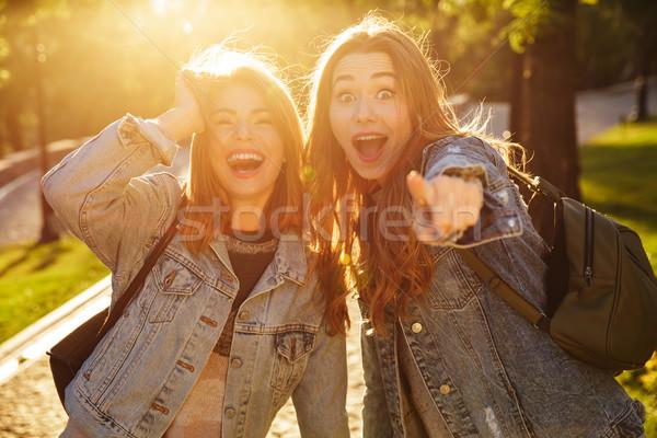 クローズアップ ショット 笑い 魅力的な ブルネット 女の子 ストックフォト © deandrobot