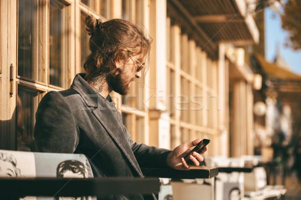 Ritratto giovani barbuto uomo cappotto seduta Foto d'archivio © deandrobot