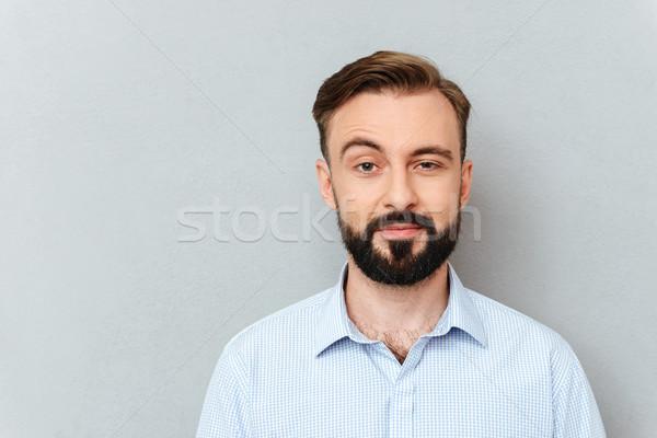 Bebaarde man business kleding naar camera Stockfoto © deandrobot