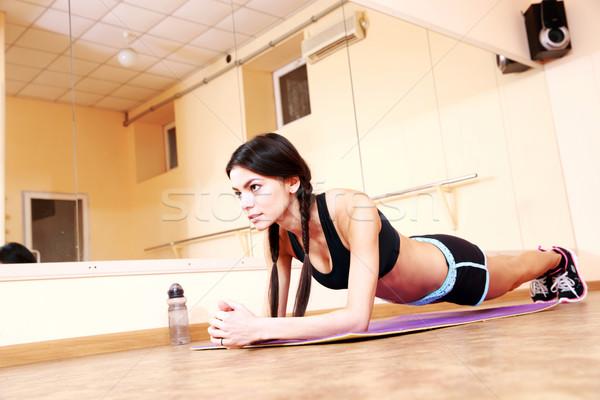 Stockfoto: Jonge · geschikt · vrouw · fitness · gymnasium · meisje