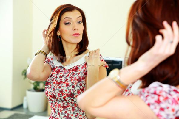 Gyönyörű nő néz tükröződés tükör otthon arc Stock fotó © deandrobot