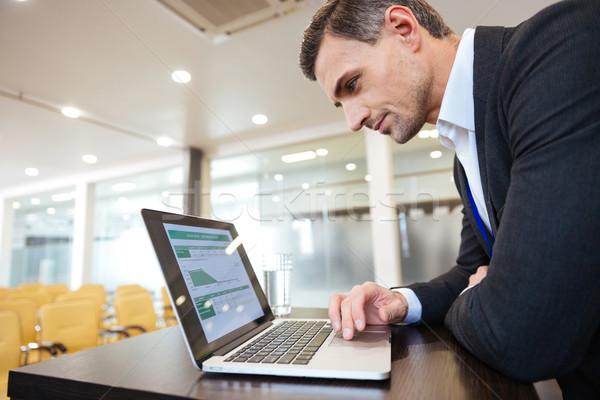 серьезный деловой человек рабочих ноутбука конференции Сток-фото © deandrobot